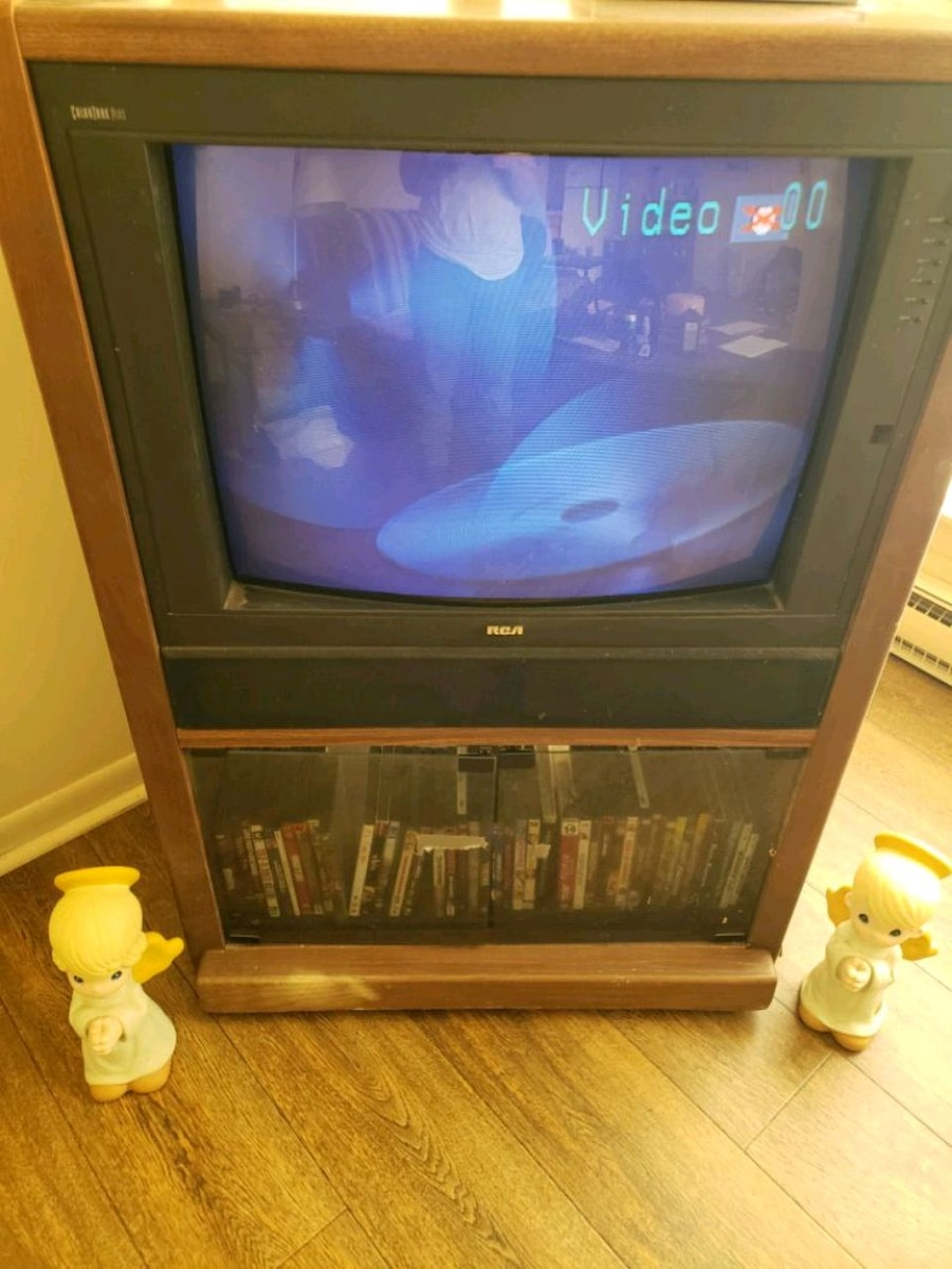 Photo RCA console TV and Magnavox DVD player and remote