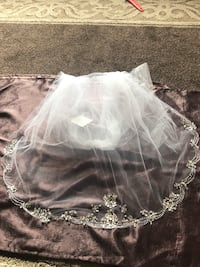 New $1k white veil with crystals Los Angeles, 91401