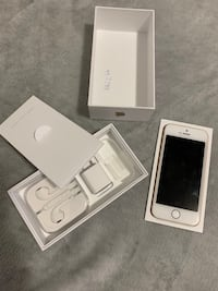 iPhone 5 SE 16 golden GB like new in box  Montréal, H4J 2N3