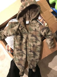 3-6 month snow suit  Taneytown, 21787