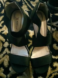 pair of black Just Fab leather open-toe sandals Toronto, M1R 1B6