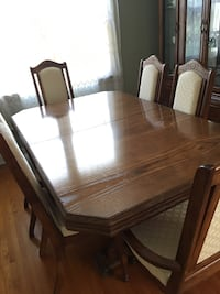 Complete solid wood dining room set Toronto