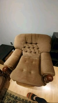 brown fabric padded recliner chair Pickering, L1W 1B8