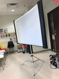 BenQ MP511+ digital projector with Screen