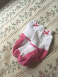 Pair of pink-and-white socks Walled Lake, 48390