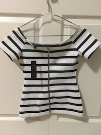 NWT Guess XXS white and black striped zip-up tops Vancouver, V5R 5C4
