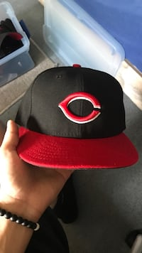 black and red fitted cap Rochester, 14617