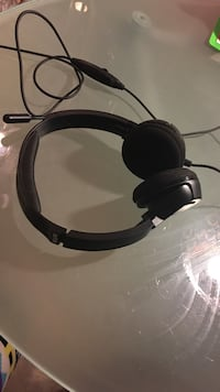 Black and grey corded headset Potomac, 20854