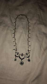 Antique necklace Warrenton, 20187