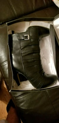 pair of black leather boots Killona, 70057