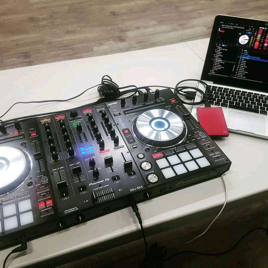 DDJ SX3 with original box, adapter, and usb cord