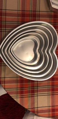 5 piece heart cake pans Ashburn, 20147