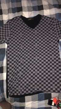 Louis Vuitton Shirt Surrey, V4P 4G9