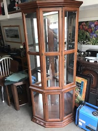 Lovely high quality display corner cabinet curio Edmonton, T5M 0S5
