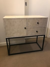 Accent table. perfect condition.