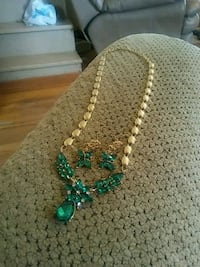 green and white beaded necklace Greeneville, 37743
