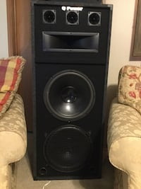 IN NEW CONDITION 1~ Q-POWER two 15 inch subs 3/tweets  1 horn tremendous sound 523 mi