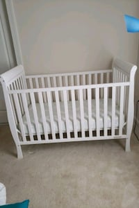 White crib with mattress and bumper. Clean. Bowie, 20720