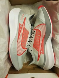 Brand New Women's Nike Zoom - Size 8 Vancouver, 98682