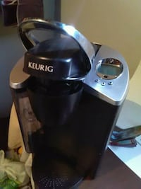 Kuerig coffee maker, barely used.. everything work Edmonton, T5W 2Y3
