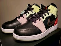 """Air Jordan 1 Mid """"Glow in the dark"""" GS size 7y Mississauga, L5E 1E1"""