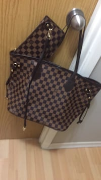 Medium sized tote stylish comes with clutch wallet Calgary, T3J 2G3