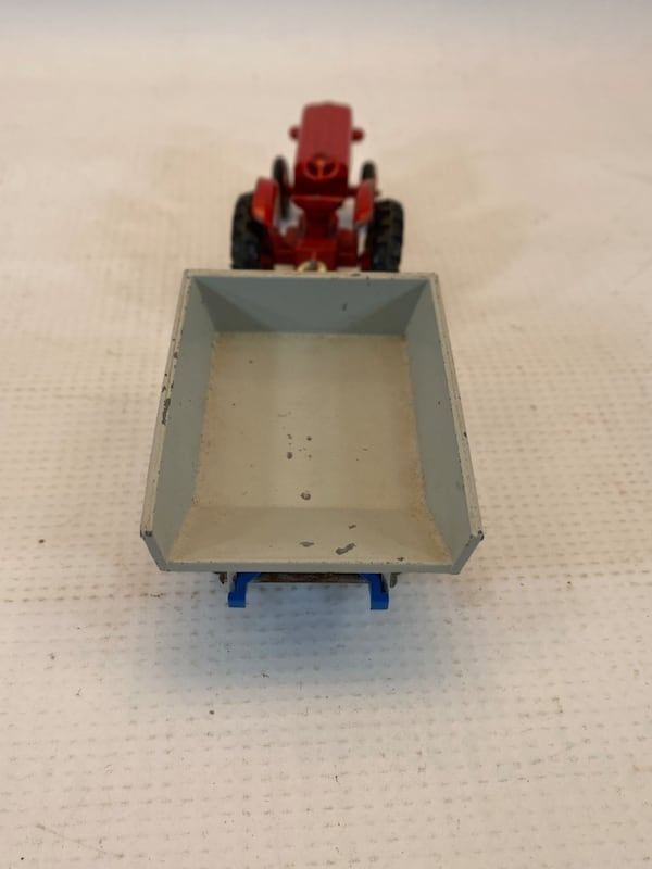 Matchbox King Size McCormick International Tractor 4 Whitlock Trailer 4