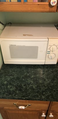 white and black microwave oven Sharpsburg, 21782