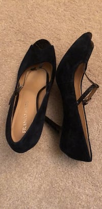 Shoes   size 9 Navy Blue suede 16 km