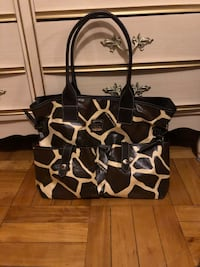 Woman's Giraffe Print Dooney & Bourke  Purse Stoney Creek, L8G 1H1