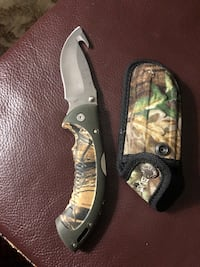 Like New Omni Hunter Camo Buck knife Vaughan, L4K 4A4
