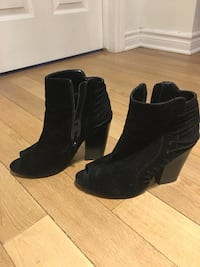Pair of black suede chunky heeled boots Montréal, H4M 2L3