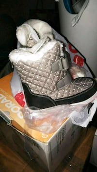Carter's snow boots -size 12 $ Brooklyn, 11234