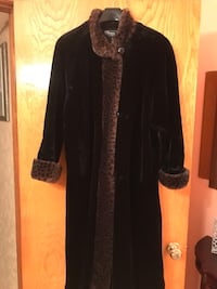 WOMENS FAUX FUR COAT SIZE SMALL  Montréal, H4N