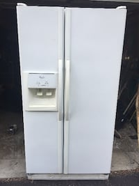 white side-by-side refrigerator with dispenser CATSKILL