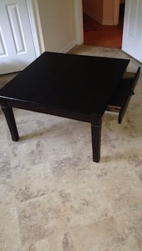 Coffee table with drawer great condition needs gone make an offer!!! 358 mi