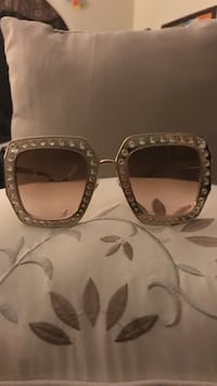 Gray tint sunglasses with gray frame