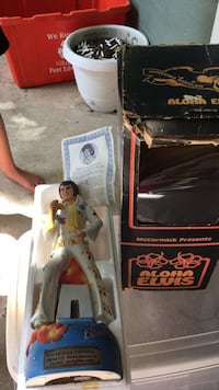 Elvis in Hawaii collector bottle, certificate of authenticity, original box Port Edwards, 54469