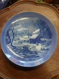 round white and blue ceramic plate Montreal, H8S 3P6