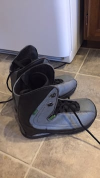 Snowboard boots size 9