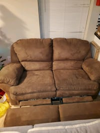 Love seat for sale $50 must remove by buyer  Carlstadt, 07072