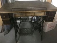 Singer sewing machine and cabinet Mississauga, L5L 5T2