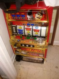 I'm selling a tv  and a slot machine slot machine is broken  Baltimore, 21229
