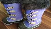 Pair of purple-and-white winter boots Edmonton, T6L 1J9