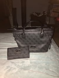 Guess matching purse and wallet set. Pitt Meadows, V3Y 1M8