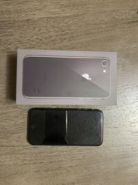 iPhone 8 64GB - with phone case !!