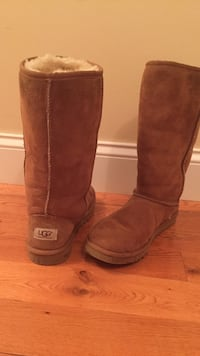 pair of brown UGG boots size 6 Milton, 12547
