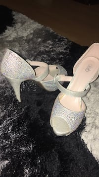 White Deb leather peep-toe platform heels SIZE 9