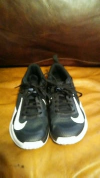 pair of black Nike running shoes Clinton, 73601