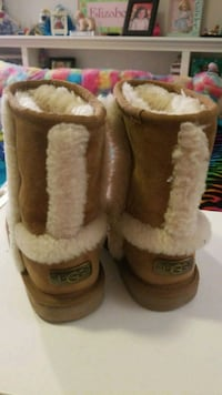 UGGS size 13 kids scuffed in front good condition  218 mi